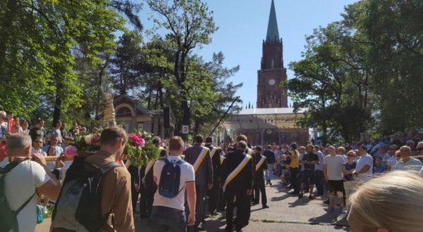 Doroczna pielgrzymka dekanatów chorzowskich do Piekar Śląskich